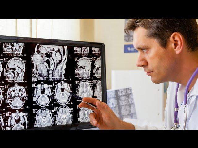 врач рентгенолог делает заключение