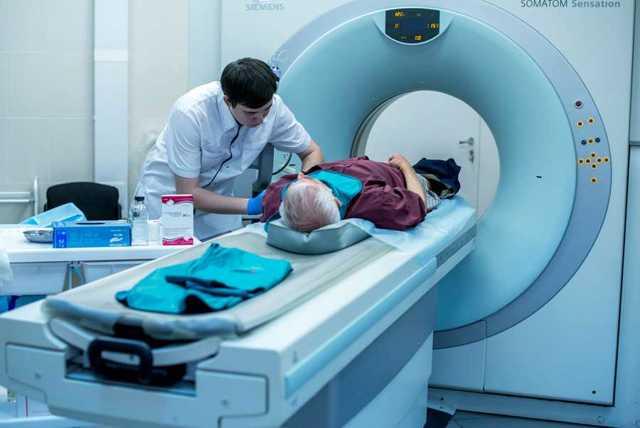Введение лекарственных препаратов пациенту во время проведения КТ